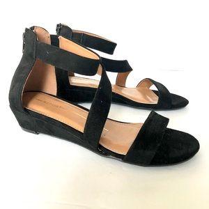 Mew❗️REPORT suede sandals